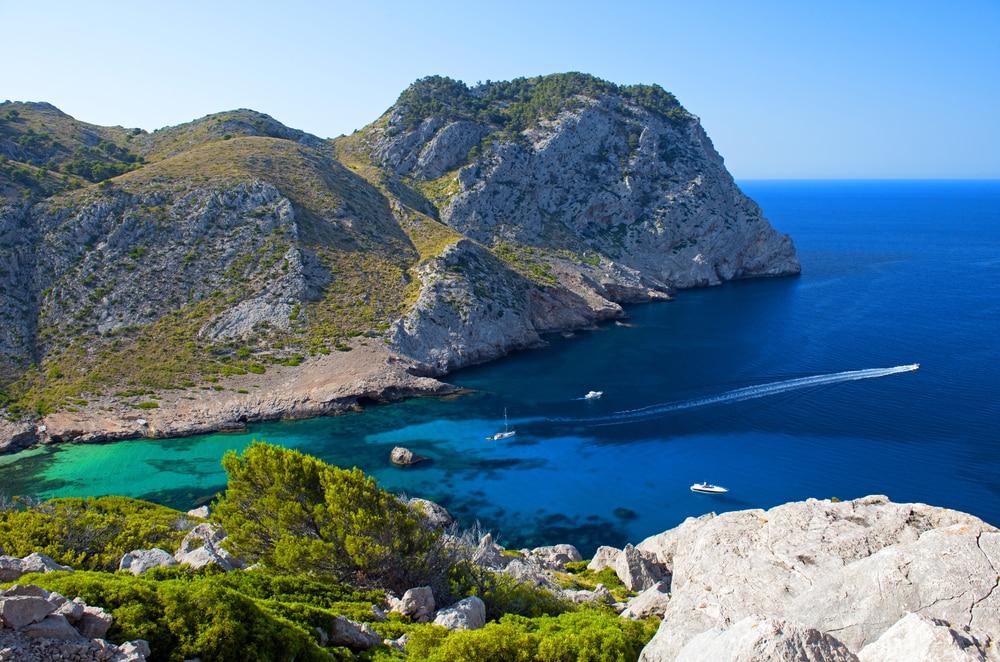 Vistas de la playa Figuera en Cabo Formentor en Mallorca