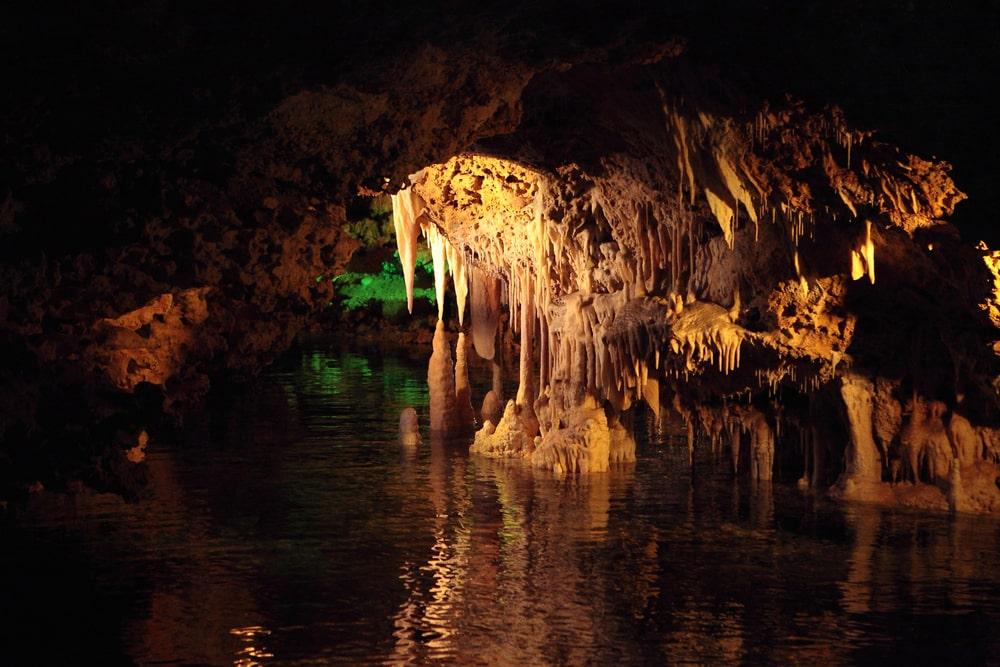 Cuevas de Hams con lago subterráneo. Puerto Cristo, Mallorca