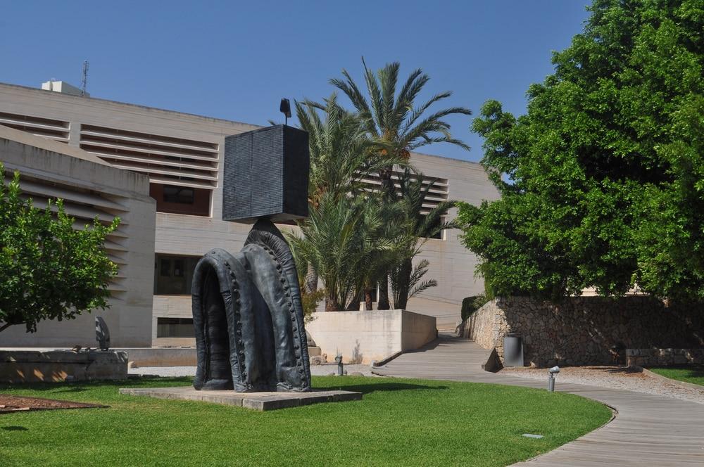 Escultura en jardines de la Fundación Joan Miró Mallorca