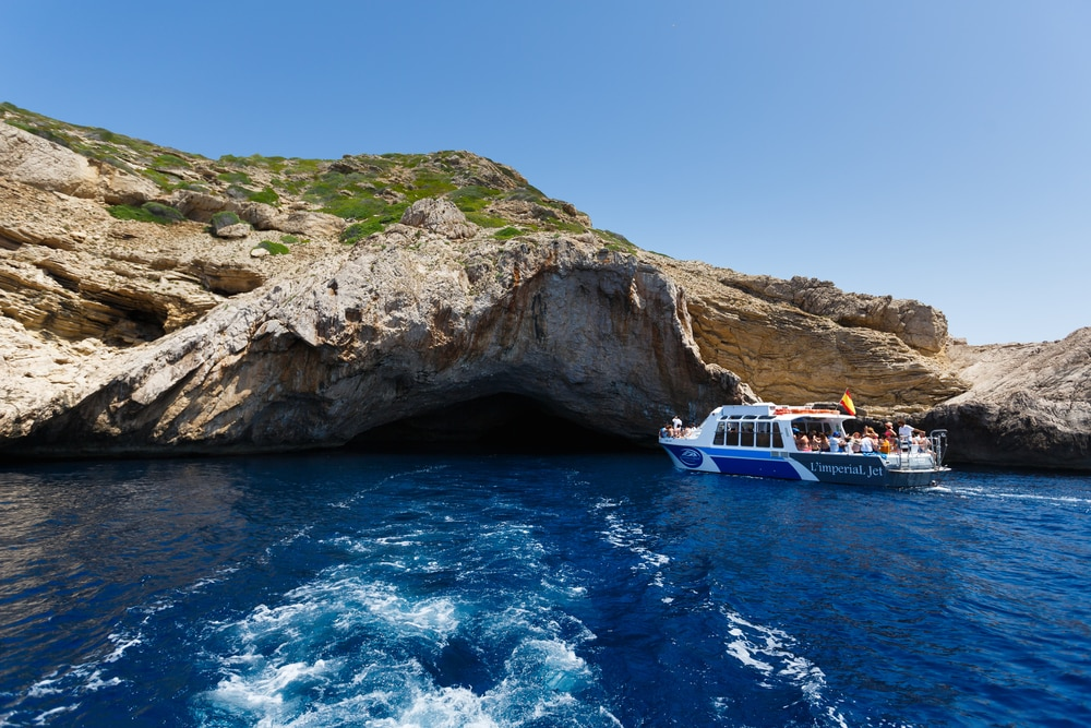 Viaje en barco a la isla La Cabrera Mallorca. Cueva Azul