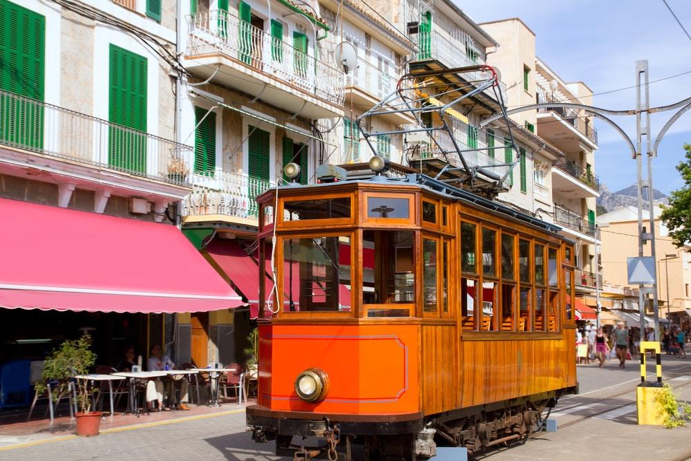 Tranvía de madera que va al Puerto de Sóller