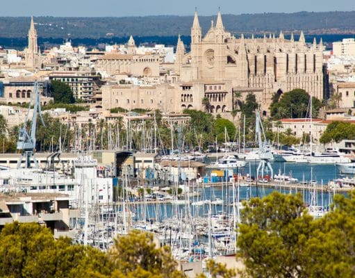 Vistas de la Bahía de Palma, puerto y catedral