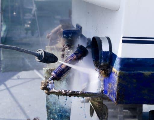 Limpieza barco con agua a presión